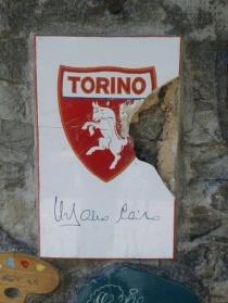Alassio, vandali spaccano piastrella del Toro